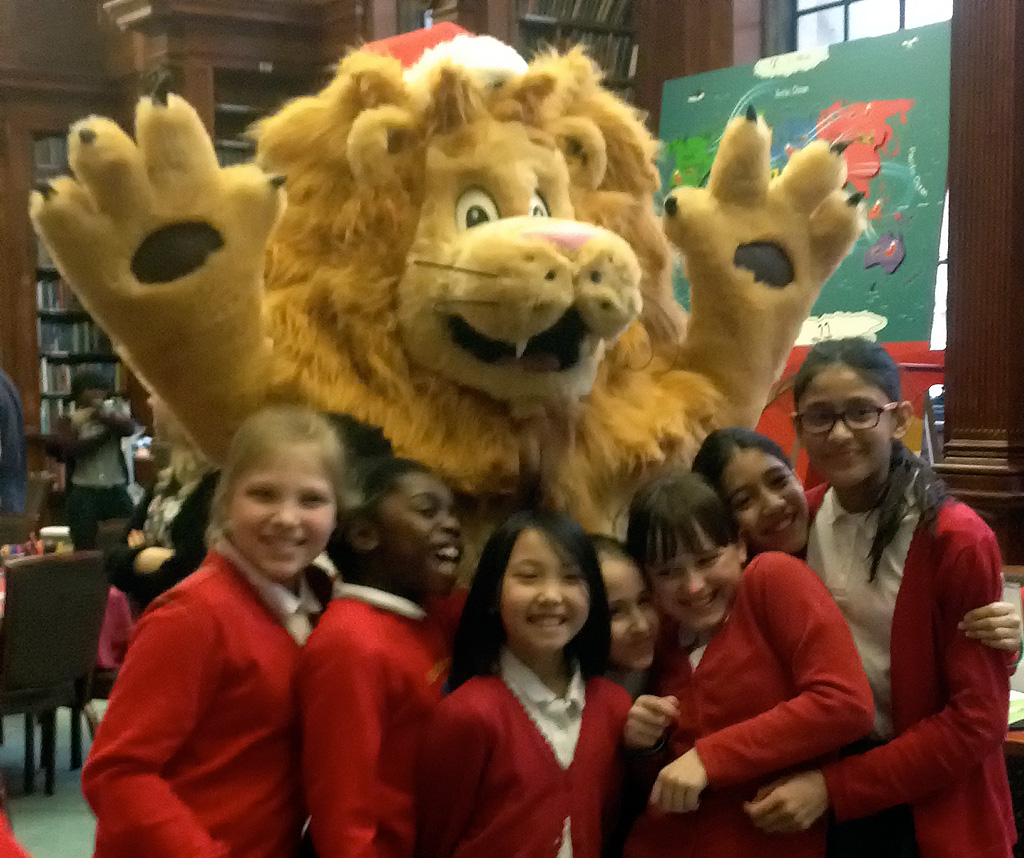 Christmas Exhibition Breaks The Ice With Children